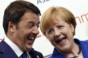 Germany's Chancellor Angela Merkel (R) smiles with Italy's Prime Minister Matteo Renzi during the Asia-Europe Meeting (ASEM) in Milan October 16, 2014. REUTERS/Daniel Dal Zennaro/Pool (ITALY - Tags: POLITICS)