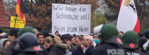 Gegen den Bau neuer Containerdoerfer fuer Fluechtlinge hatte am Samstag (22.11.14) in Berlin-Marzahn eine Buergerinitiative Gegen Asylmissbrauch den Mund aufmachen demonstriert (Foto). Organisiert wurde die Kundgebung laut Verfassungsschutz von Neonazis. Gegen die Kundgebung der Rechtsextremen haben mehrere Tausend Menschen demonstriert. Waehrend sich am Nachmittag im Stadtteil Marzahn am Startpunkt der sogenannten Heimgegner rund 800 Menschen versammelten, standen an mehreren Kreuzungen der geplanten Demonstrationsroute bereits rund 2.500 Gegendemonstranten. (Siehe epd-Meldung vom 22.11.14) Foto: epd-bild/Christian Ditsch Neonazis demonstrieren gegen Fluechtlingsheim in Berlin epd against the Construction later  for Refugees had at Saturday 22 11 14 in Berlin Marzahn a Citizens initiative against  the Mouth aufmachen demonstrated Photo organized was the Rally loud Constitutional protection from Neo-Nazis against the Rally the right wing have several one thousand People demonstrated  to at Afternoon in Part of the city Marzahn at Starting point the u0026#39;  Around 800 People gathered stood to several Intersections the planned Demonstration route already Around 2 500 Counter-demonstrators See epd Message of 22 11 14 Photo epd Picture Christian Ditsch Neo-Nazis demonstrate against  in Berlin epd