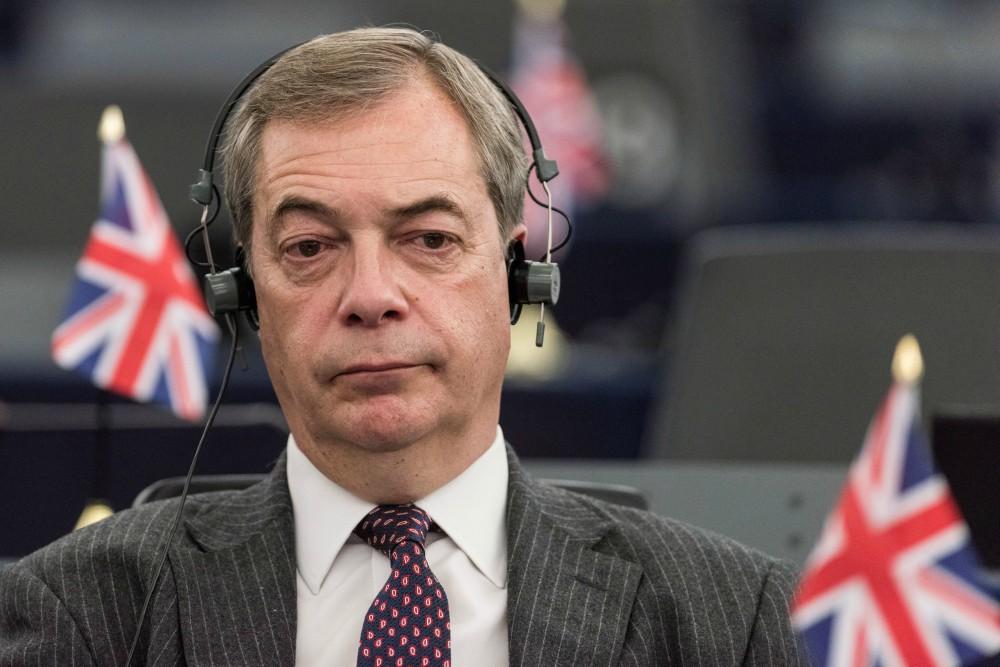 Farage Maynek: válság lesz, ha meghajol Soros előtt ...